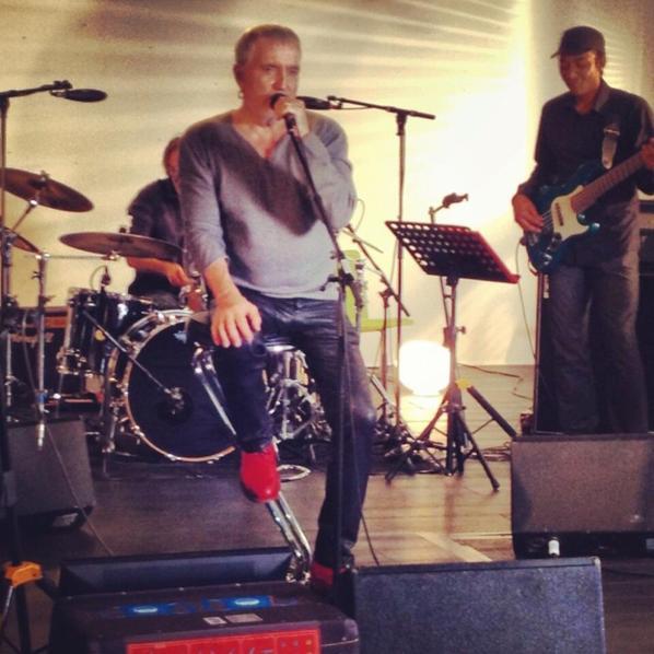 quelque photos de bernard et ses musiciens en répétition,il y a quelque jours....