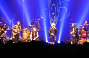 concert fabuleux de niort,un sacré jeux de lumiere accompagne les musiciens sur scène...photos de bernard lavilliers en concert