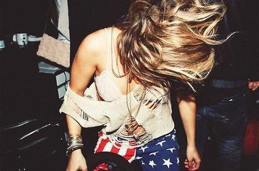Je ne suis pas folle, simplement je vis dans un monde auquel sa ne vaut pas la peine d'être normal...!