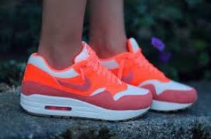 voilà des air max c est des chaussure de sport a la marque on peut les mettre en sport mais aussi normalement si on a un look de sport