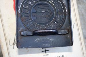 622eb494c172 Boucle de ceinturon de la Kriegsmarine en fer peint , boite de chocolat et  cigarette Allemande ...