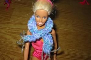 écharpe en laine tricoté a la main pour poupée!