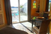 LOCATION N0 3 CHAMBRE  MANDARINE  15 m2  sur toit terrasse  avec vue panoramique sur Lagon et Océan.