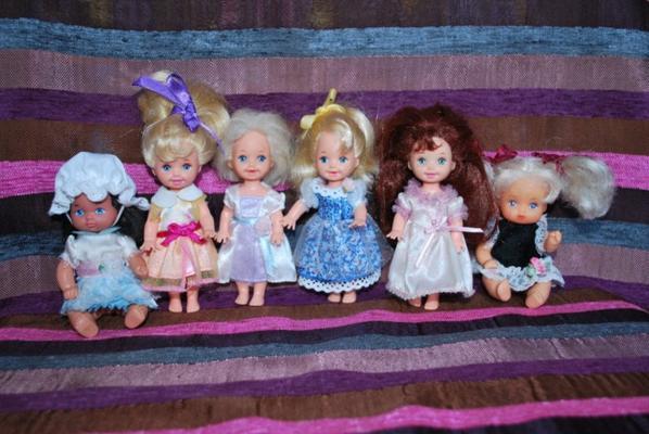 Nouvelles robes de princesses pour les petites Mattel et Tyco + 1 intrus