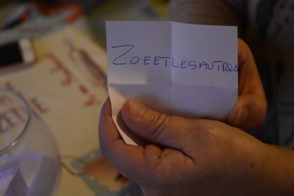 """Finalement , c'est ma belle-soeur Béatrice qui a réalisé le tirage au sort......Bravo à """"Zoeetlesautres""""..."""