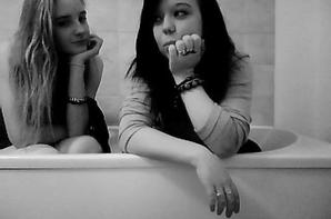 ILooveYoou (Prisou) Ma sOoeur 15 ans &' tOoujOours la tOoute les deux en fOorce persOonne tOouche a la famiille certaiin Oon pue le vOoiir... (Anais) Ma soeur 15 ans oui 15 ans sa fait deja beaucoup d'années que je te suporte et que je t'aime ; Tes ma soeurette ma famille tes mon tout tes mon double ; jamais l'une sans l'autre ; Jetaime ♥*
