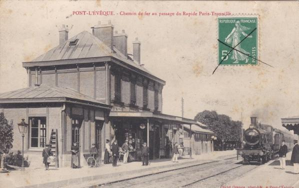 Deux trains différents en gare de Pont l'Eveque en direction de Lisieux