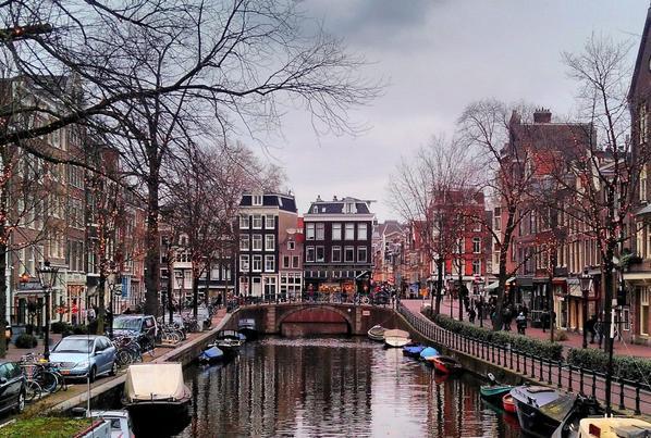 Amsterdam (personne n'a remarqué la faute dans le titre du dernier article, ouf)