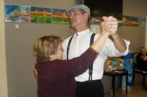 """le bal des amoureux à la maison de retraite """"animation avec les intervenant gisc"""
