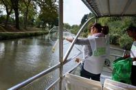 Tout le Monde se renvoie la Balle est pendant ce temps la Poubelle est dans le Canal du Midi ?