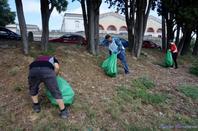 l'opération « Nettoyons la nature »  rassemble des volontaires qui souhaitent agir en faveur de l'environnement.  Association :GISC  Carcassonne