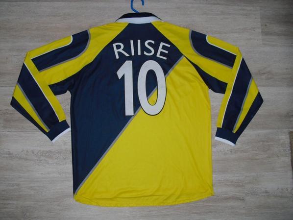 Maillot extérieur saison 1998-1999 floqué RIISE (de dos)