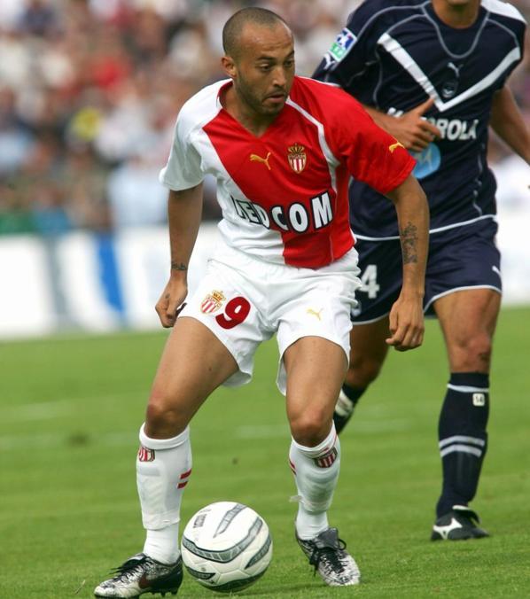 Maillot domicile saison 2005-2006 floqué CHEVANTON (de dos)