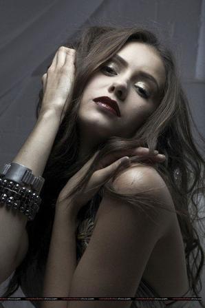Nina Dobrev ! *-*