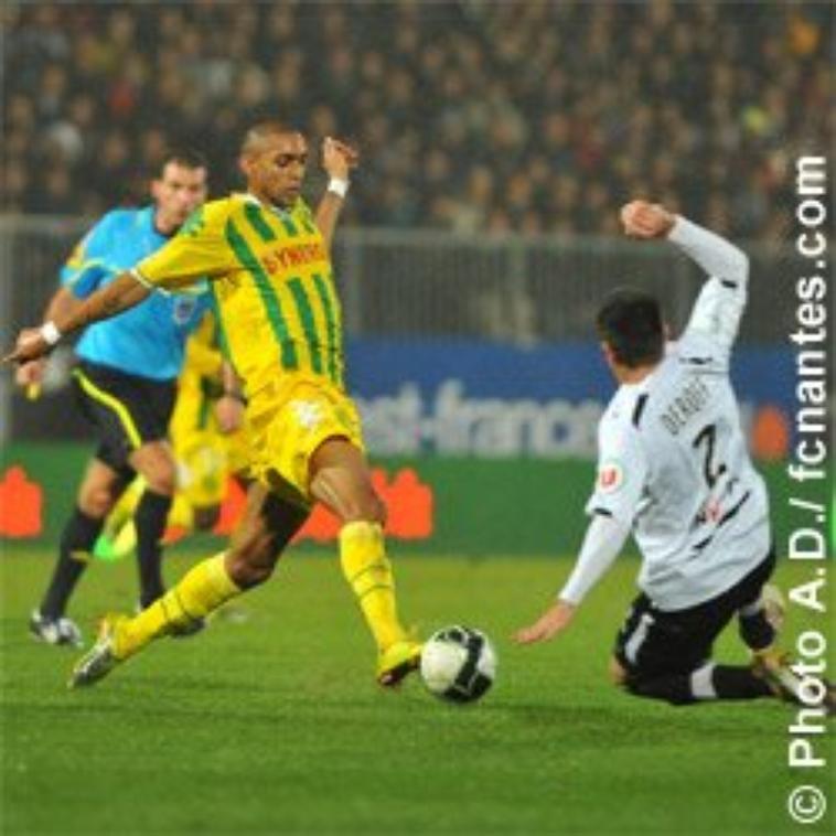 Maillot Domicile Manches Courtes 2010-2011 d'Yves Deroff