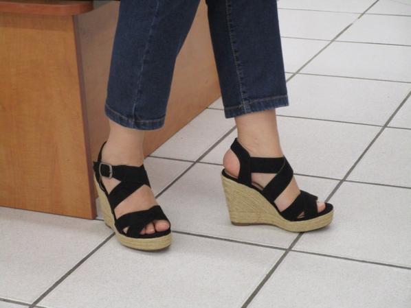 Essayages dans un magasin de chaussures # 2