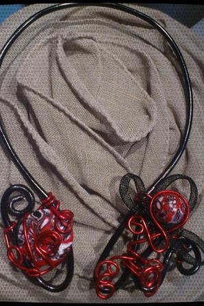 collier aluminium noir et rouge