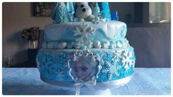 gateau d anniversaire que j ai realisé pour ma fille lilly rose 5 ans sur le theme de la reine des neige !!!