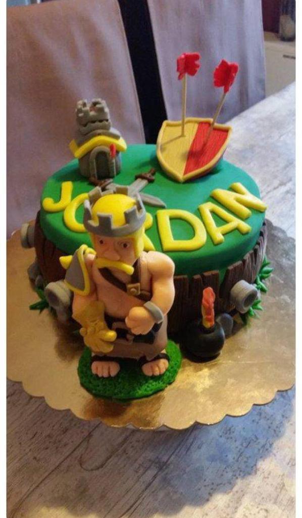 cake decore sur le theme de clash of clans