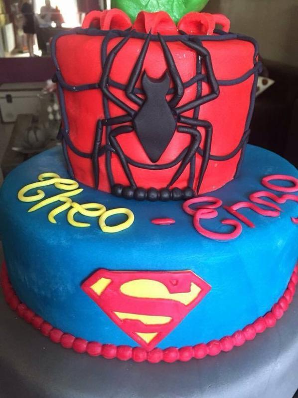 ma realisation d un gateau sur le theme des heros ( superman