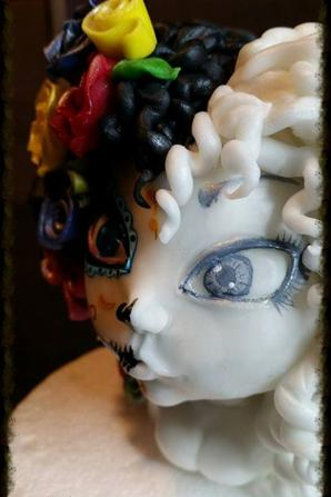 figurine en pate a sucre sur la thème de la muerté mexicaine