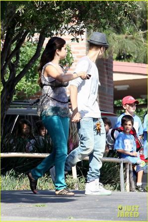 Justin Bieber Visits Selena Gomez On 'Getaway' Set!