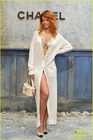 Rihanna & Kristen Stewart : 'Chanel' Haute-Couture Fashion Show!