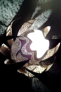 n° 1  lampe à pétales    95.00¤ disponible