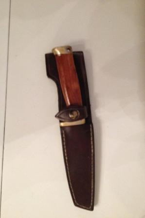 Couteau avec sa pochette en cuir