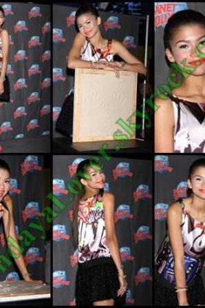 Zendaya imprime ses mains sur du ciment au Planet Hollywood !