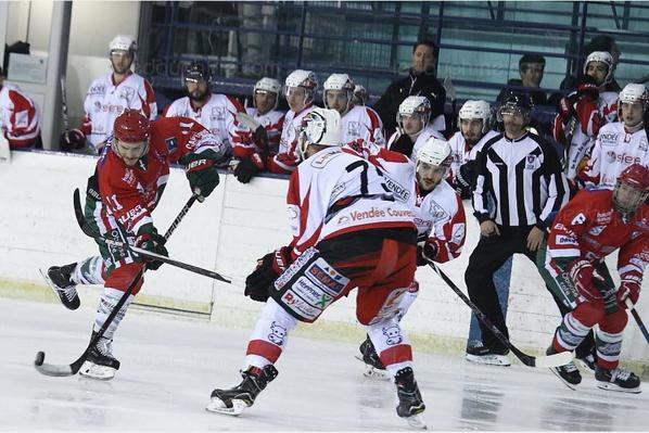 HOCKEY SUR GLACE / DIVISION 1 (PLAY-DOWN) Mont-Blanc enchaîne