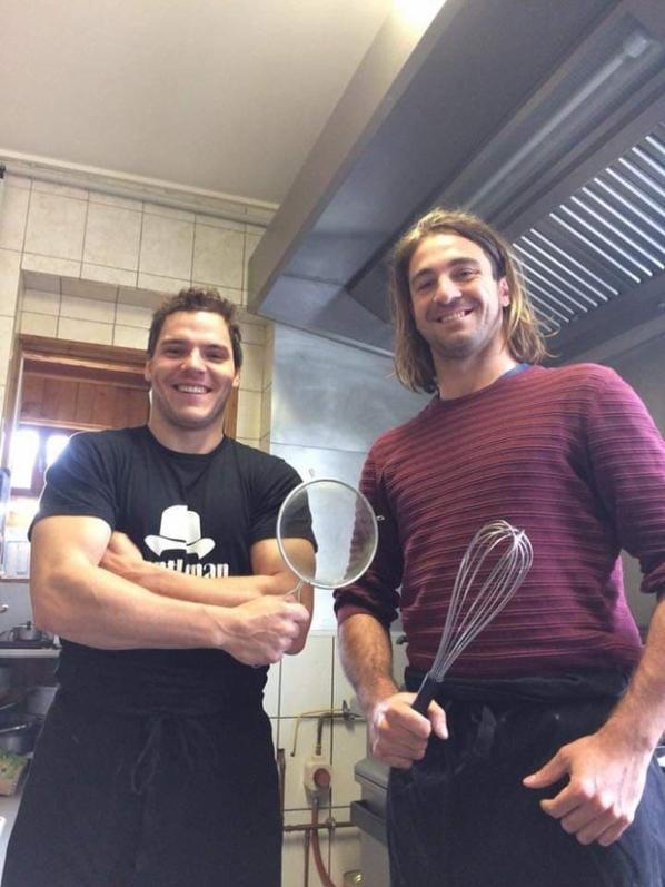 nos Yetis à la cuisine du café des sports (corti)