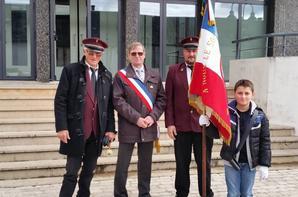 Le 11 novembre 2016 à PATAY avec NOA, un jeune porte-drapeau âgé de seulement 11ans.