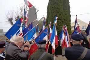 Inauguration du Monument aux Morts de 1870 à Ouzouer le Marché le 9  novembre 2019 avec vingt portes-drapeaux dont Séverin, 10 ans, pour le Comité du Souvenir Français de Patay.