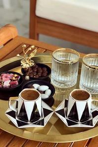 Buna dimineata! La o cafea