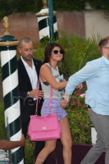 Selena Gomez -  05 septembre 2012 - Quittant son hôtel à Venis