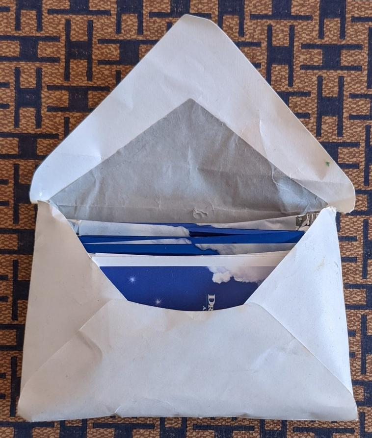 Une enveloppe surprise quand je taff dans un débarras.