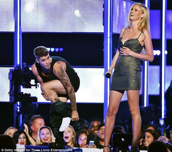 Justin Bieber en caleçon sur scène !