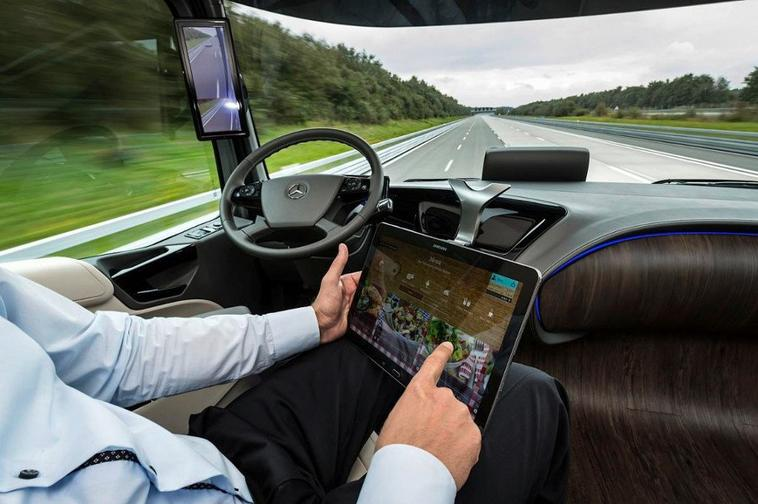 Mercedes est en train de concevoir un camion semi-autonome .