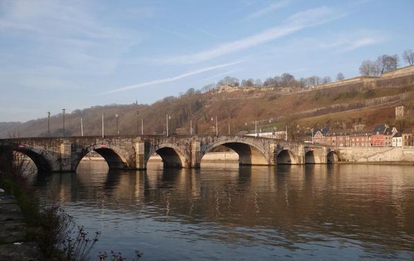 Depuis le 1er. mars 2014, c'est la Ville de Namur qui gère le quai des Chasseurs Ardennais, entre le pont de Jambes et le confluent   ;)