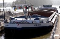 """AXIOMA (B) Wenduine  GT.2370 - 85,00 m. x 11,40 m. de retour de Lustin avec 1290t.de produit carrier """"Sagrex"""" (enf.réduit à 2,20m.!) à destination de Puurs."""