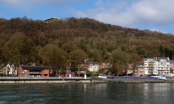 Malgré la présence d'un éclusier, le repos dominical est toujours imposé aux bateaux marchands, à l'amont de Namur (Haute-Meuse  et Sambre)