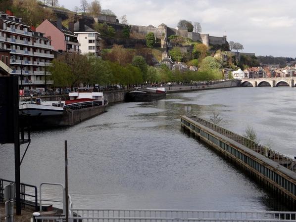 Haute-Meuse: 1er dimanche d'avril (intermédiaire 9/18h) avant l'horaire estival de mai (9/19h30)  Et pas un bateau dans le sas de notre écluse...   :(