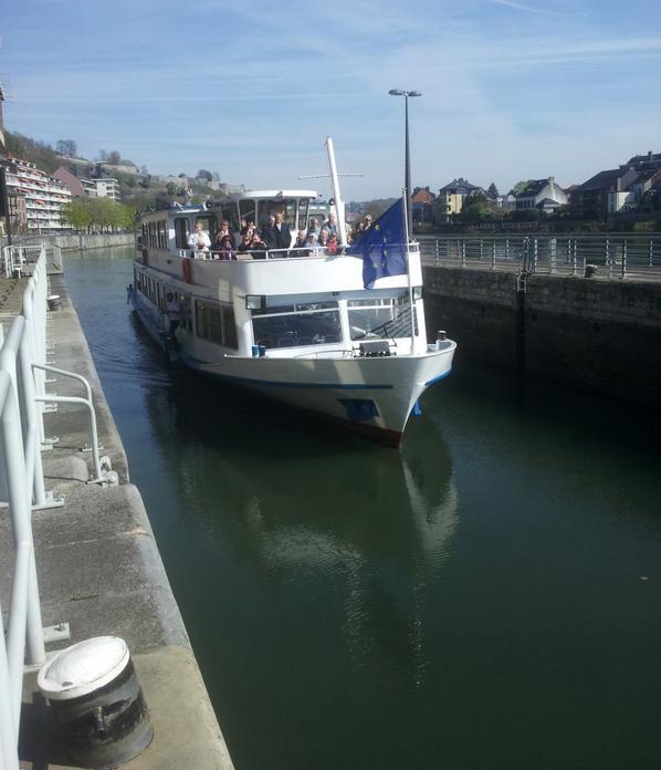 Une cabine vient de se libérer à bord du Kairos... :)  Le SAX pour un Namur-Dinant avec Emilius (ex.ESMI) et Albert (ex.K-Bleu 2) au pilotage - Les premières arrivées dans les ports de plaisance namurois  ;)  - Centre, trois ascenseurs à bateau fermés à la navigation!  :(