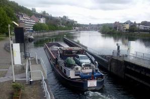 Les écluses wallonnes sont manoeuvrées le 1er mai (de 6h à 19h30 max.) - Extrait du trafic Haute-Meuse de ce lundi 28 avril 2014 ...