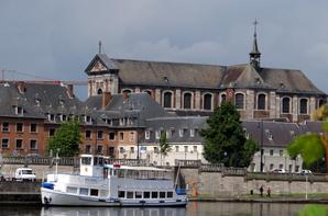 Namur, les rives mosanes prêtes pour l'été  ;)