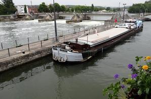 PROSPERO (GB), MATELOT RIDEL (B) depuis le port de Visé à destination de Paris et FOLLOW ME (B), le spits chargé d'orge en provenance de Châlons-en-Champagne pour Lieshout, parmi les 22 bateaux de ce lundi 26 mai 2014...