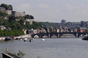 Les dimanches sont toujours réservés à la plaisance à l'amont de Namur...