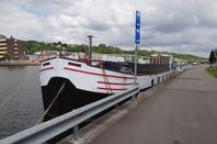 A l'amont des Grands-Malades, le paysage urbanistique du port du Bon Dieu modifie lentement la traversée namuroise...
