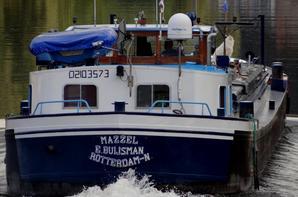 C'est la rentrée... -  Extrait du trafic de ce 1er septembre 2014 (après-midi) -  ROMANOS (NL) un nouveau gros tonnage sur la Haute-Meuse (GT.2315- 86,00 m. 11,40 m. 3,45 m.) chargé de 1436t de charbon (enf.max.admis 2,50 m.)